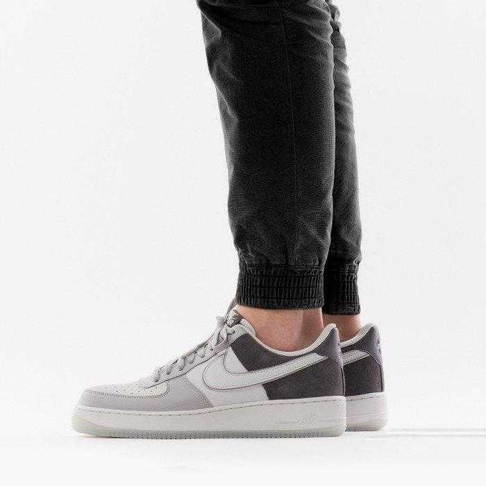 Nike Air Force 1 '07 LV8 AO2425 001